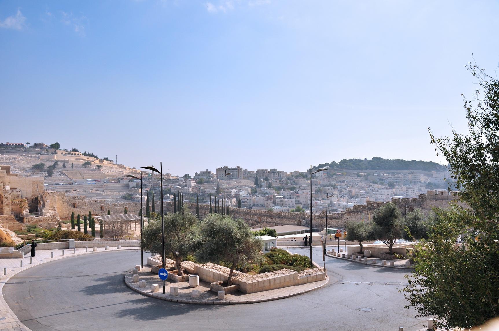 Раннее бронирование в туристическом центре в Израиле